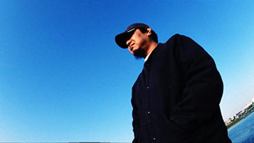 Tsutchie, coordenador da divisão musical do anime.