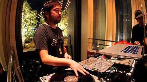 Nujabes, o mais conhecido dos músicos a participar da série.