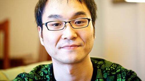 Dai Sato, um dos principais roteiristas do projeto.