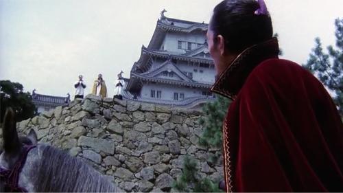 Oda Nobunaga sendo saudado por um grupo de jesuítas em Kagemusha.